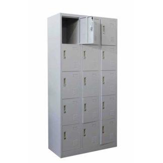 метален гардероб с петнадесет метални врати