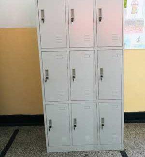 метален гардероб с девет врати